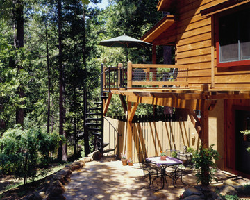 Outdoor Features On Log Home