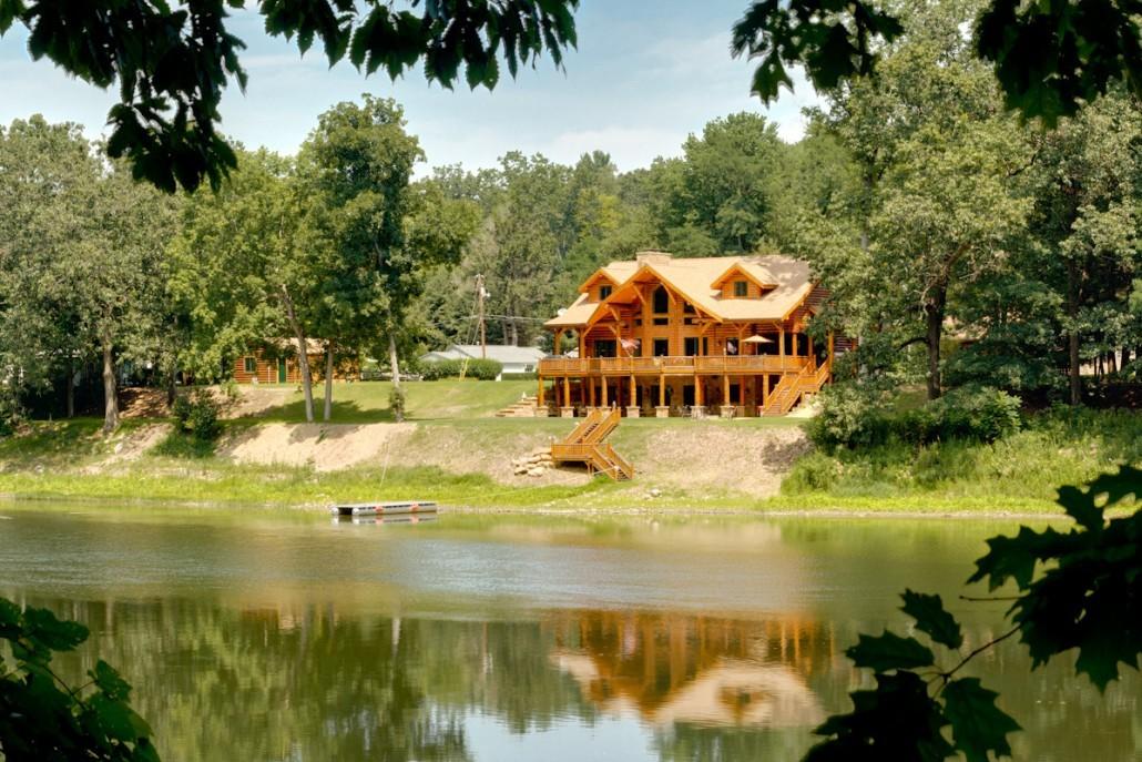 Massive Logs for Massive Log Home
