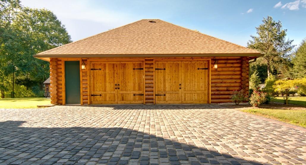 Solid Log Garage - Timberhaven