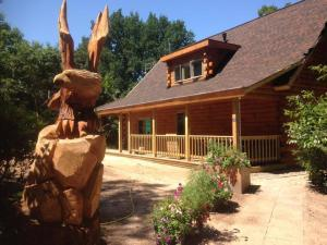 log home with eagle carving, dealer network, log home dealers, log home representatives, Netherlands, international, log home, Timberhaven, log homes, timber frame homes, log cabins